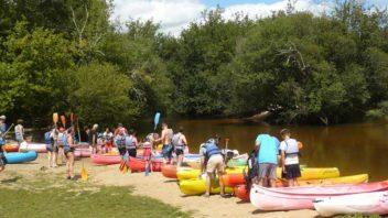 Salles mios, aire de canoe kayak sur la riviere La Leyre. Plus de 100 canoe a disposition, tourisme.